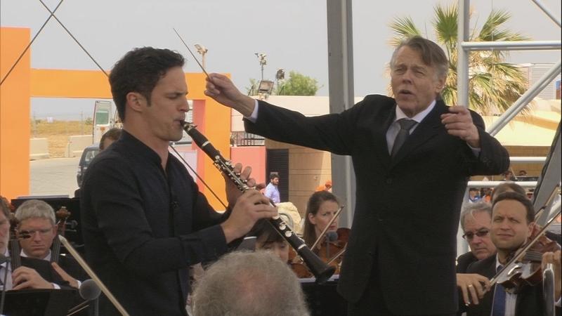 『クラリネット協奏曲第1番』でソロを務めるアンドレアス・オッテンザマー、指揮はマリス・ヤンソンス