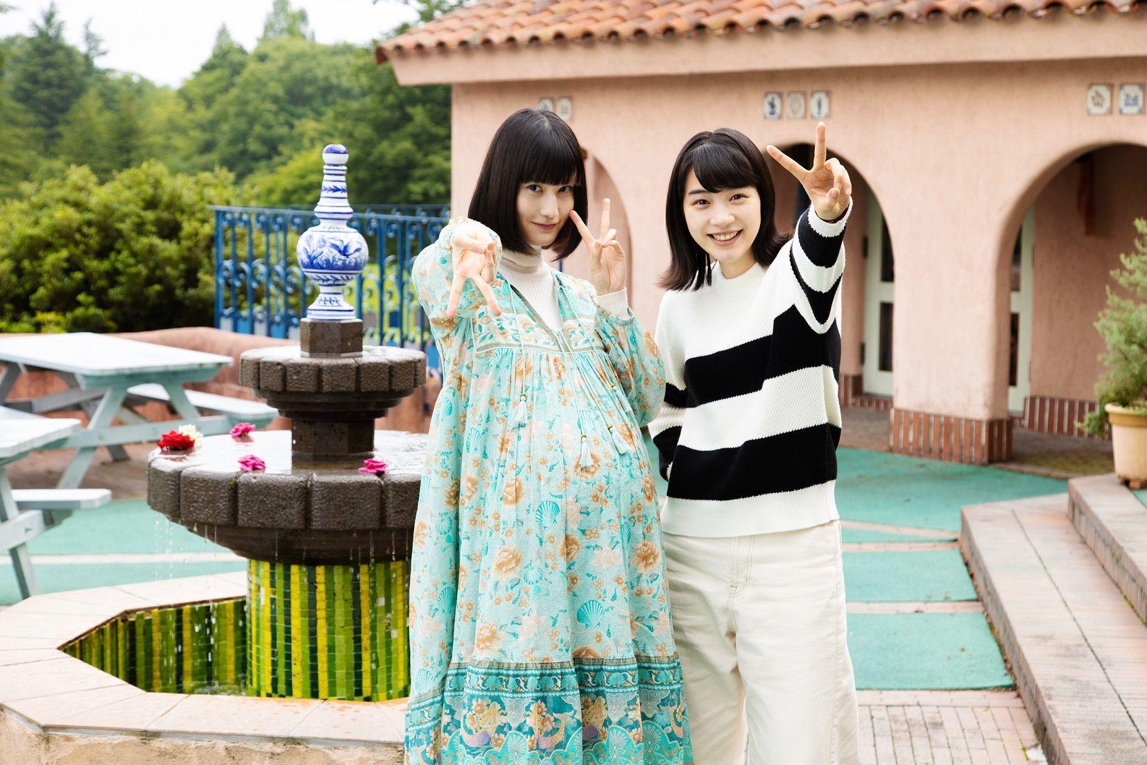 左から、橋本愛、のん 映画『私をくいとめて』メイキング写真 (C)2020「私をくいとめて」製作委員会