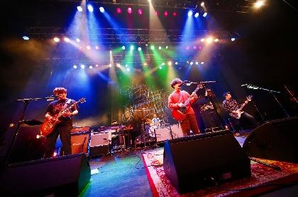 アジカン、FEEDERとの対バンツアーで提供受けた新曲「SLEEP」を披露 仙台のファンに向けて感謝とエールも