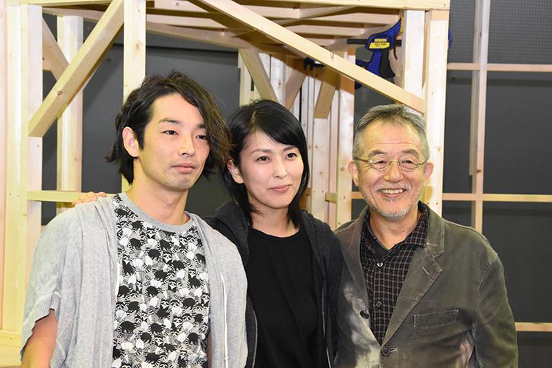 左から、森山未來、松たか子、串田和美