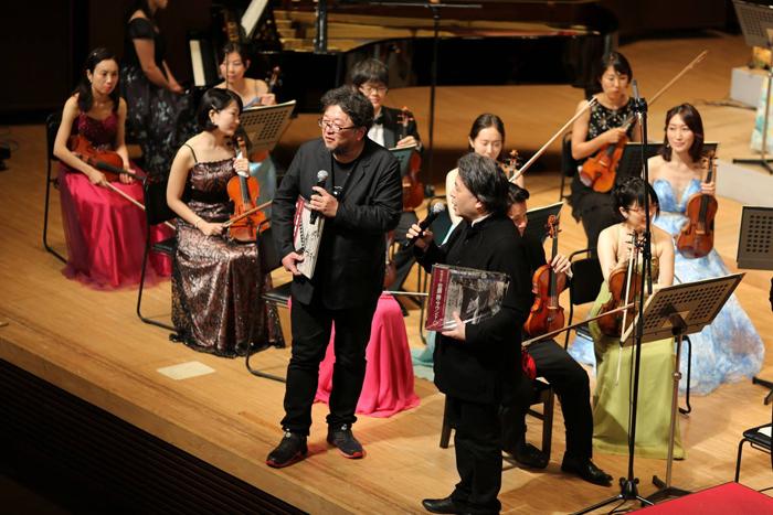 スリーシェルズ「 佐藤勝音楽祭」(2017年)より、樋口真嗣(中央)