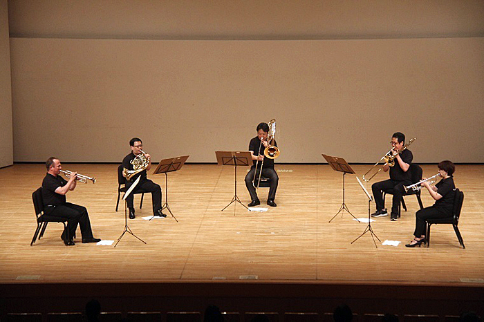 金管五重奏による「ラ・ペリ」のファンファーレで開幕! (C)H.isojima