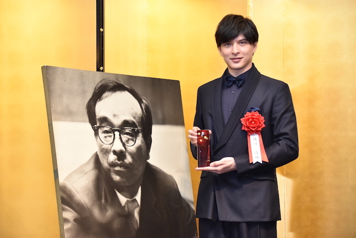 第43回菊田一夫演劇賞を受賞した城田優