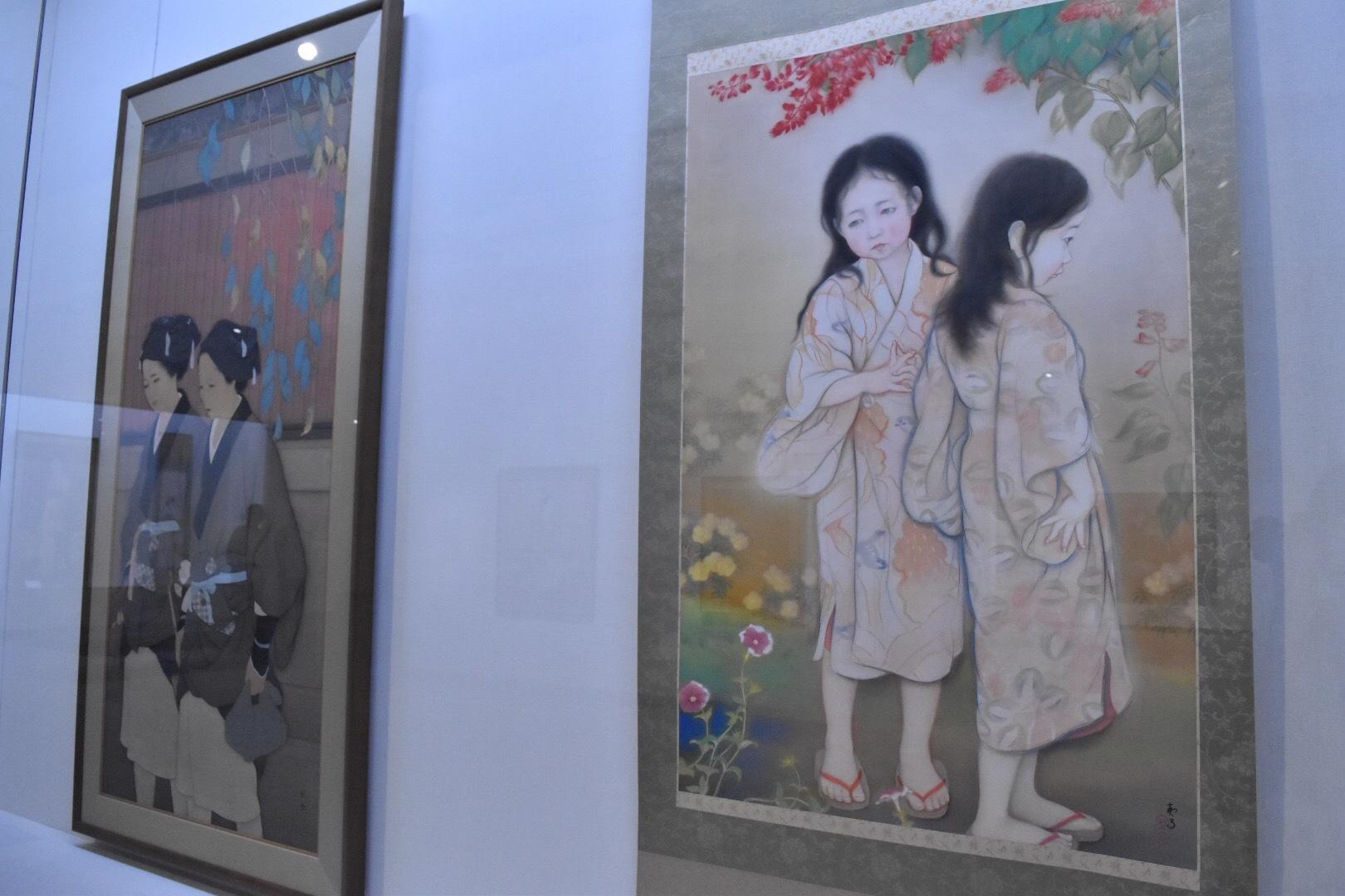 左:菊池契月 《夕至》 大正7(1918)年 京都国立近代美術館 右:菊池契月 《少女》 大正9(1920)年 京都国立近代美術館