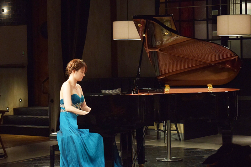 岩崎洵奈(ピアノ)