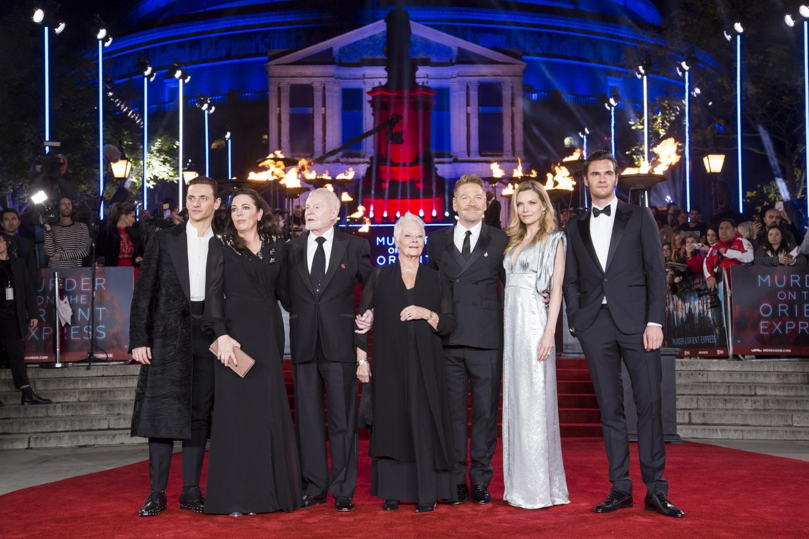 左から、セルゲイ・ポルーニン、オリヴィア・コールマン、デレク・ジャコビ、ジュディ・デンチ、 ケネス・ブラナー、ミシェル・ファイファー、トム・ベイトマン