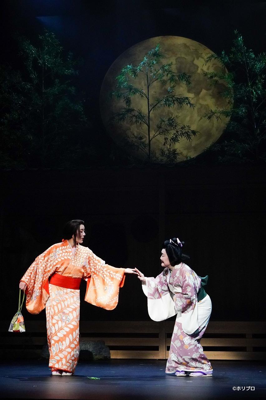 (左から)鈴木杏、白石加代子  撮影:田中亜紀