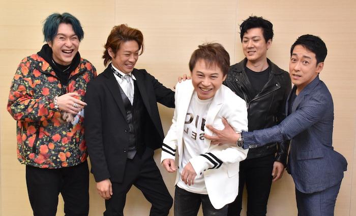 大山真志、東山義久、玉野和紀、吉野圭吾、西村直人(左から)