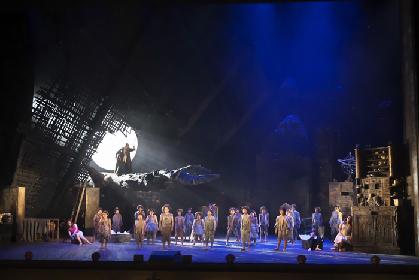 新国立劇場オペラ『夏の夜の夢』(ブリテン)開幕~すべては《夏の夜の夢》だった!? 妖精たちのピュアないたずらが光を当てる〈人間のドラマ〉