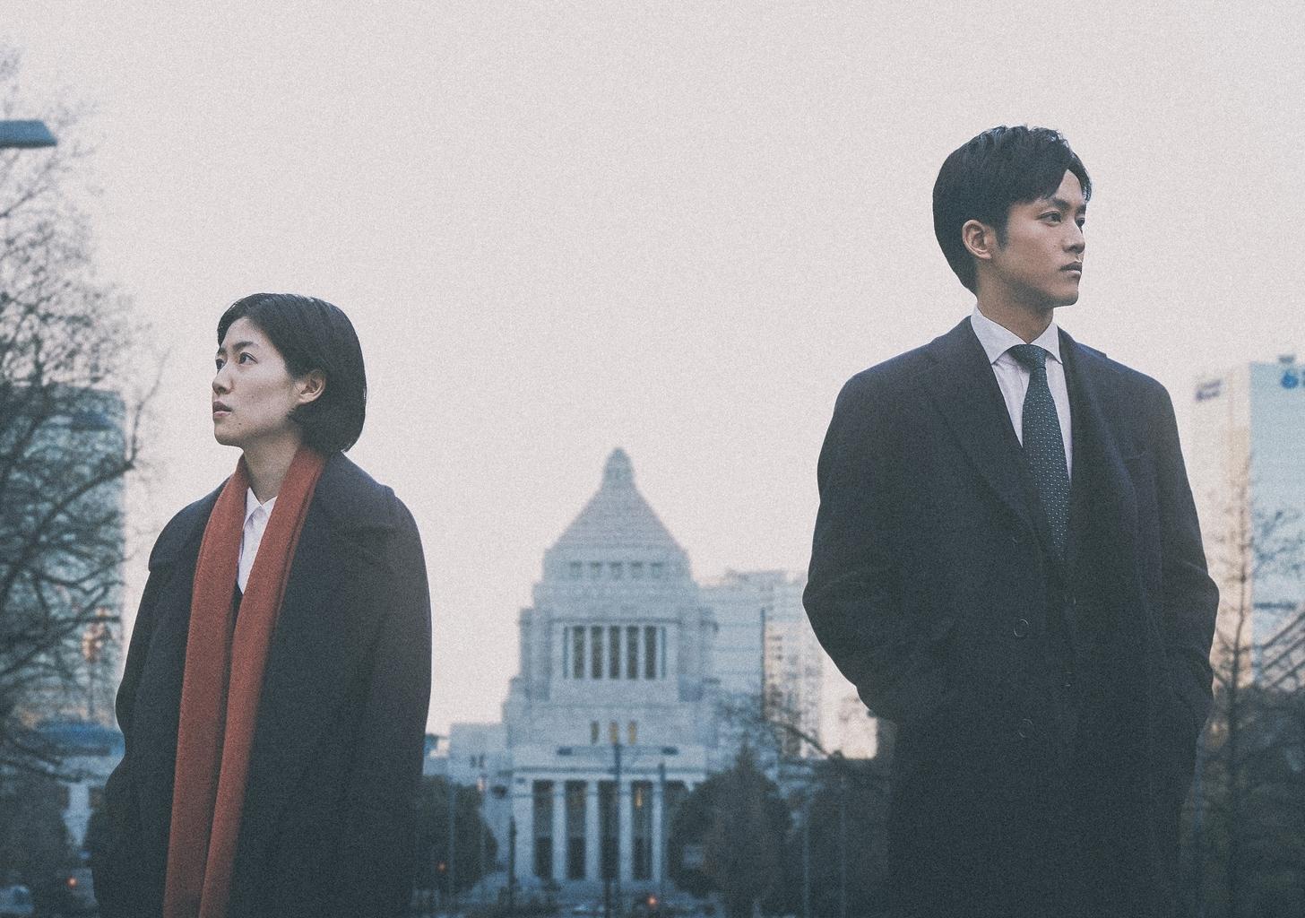 左から、シム・ウンギョン、松坂桃李 (C)2019『新聞記者』フィルムパートナーズ