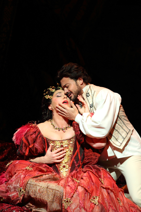CHRISTINE RICE AS GIULIETTA, VITTORIO GRIGÒLO AS HOFFMANN (C) ROH. PHOTOGRAPHER CATHERINE ASHMORE