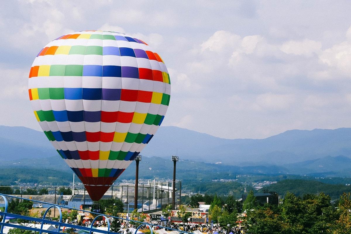 この気球、乗ることもできますが、編集部は2人とも高所恐怖症