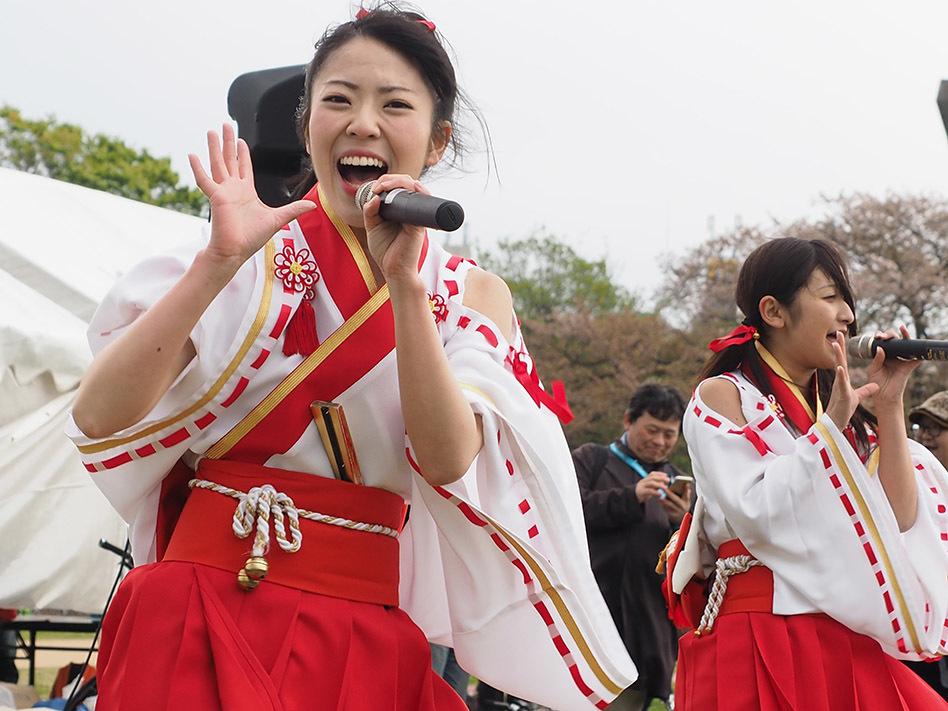 オープニングイベントには、ご当地アイドル「ふくおか官兵衛Girls」が登場し、パフォーマンスを披露した