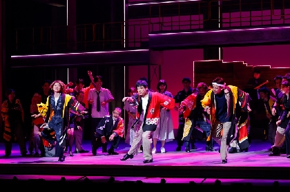 博多華丸、和太鼓×タップダンスで新境地 博多座『羽世保スウィングボーイズ』初日開幕