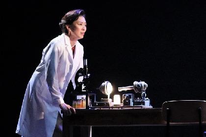 舞台初主演・板谷由夏が我が道を歩き続ける女性科学者を熱演!『PHOTOGRAPH51』開幕
