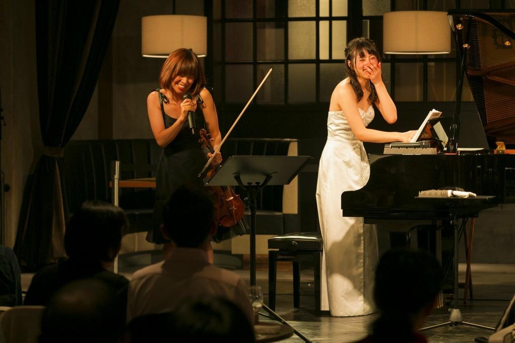 小寺里奈(ヴァイオリン)、福井あや那(ピアノ)