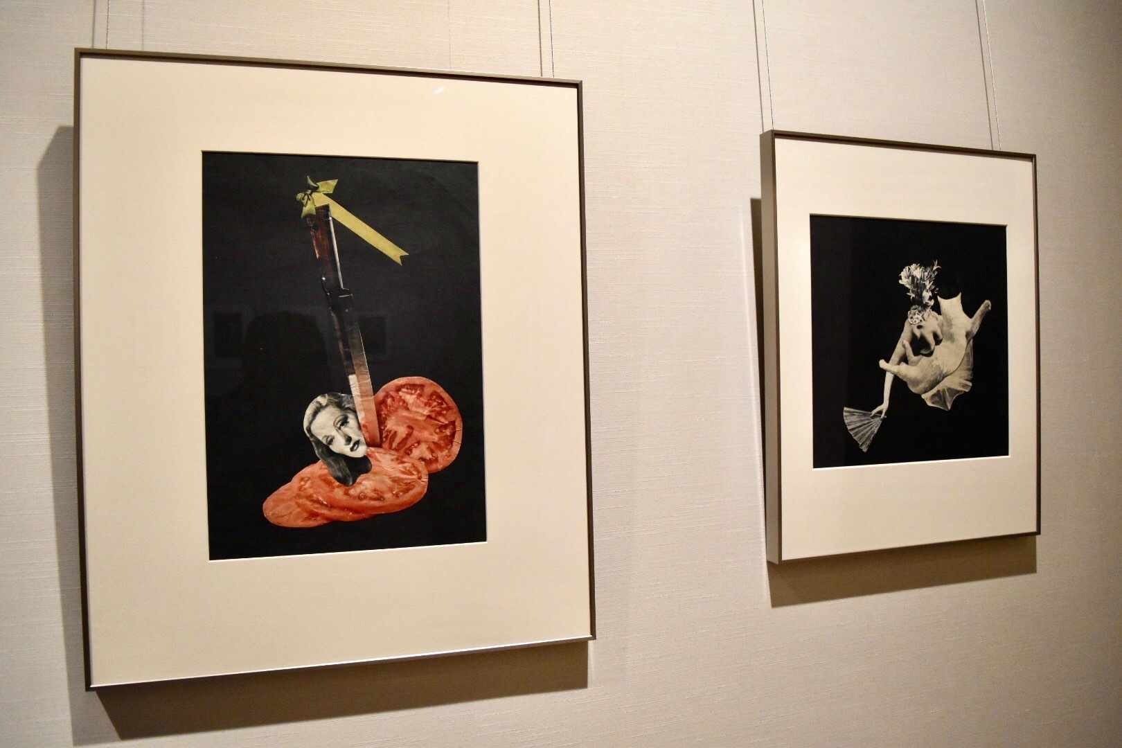 左:岡上淑子 《トマト》(旧題:作品A) 1951年 右奥:岡上淑子 《戯れ》 1952年