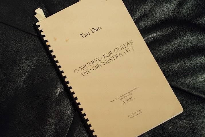 タンドゥン作曲ギター協奏曲「Yi2」のスコア (C)山本康平