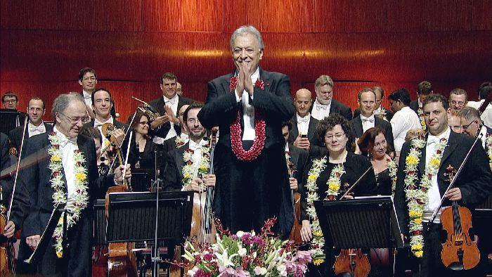 メータ(中央)とイスラエル・フィルとの演奏は半世紀に及ぶ。ムンバイのNCPA国立舞台芸術劇場にて (c) Accentus Music