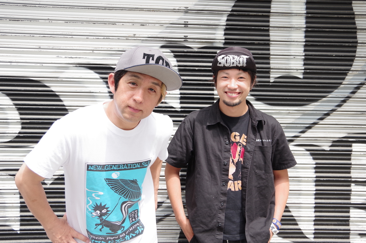 左:GEN(GELUGUGU)右:JAGGER(THE SKIPPERS) 撮影=YUMI KONO