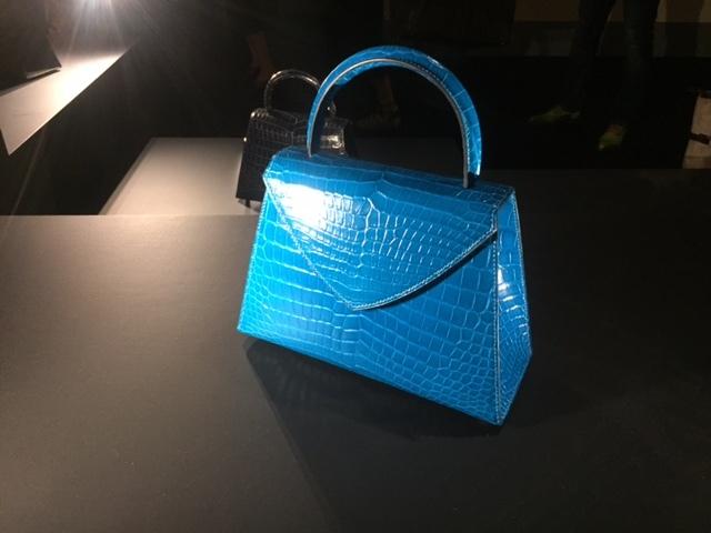 素材の魅力を最大限に引き出す革細工作家、セルジュ・アモルソ氏によるレザーバッグ。