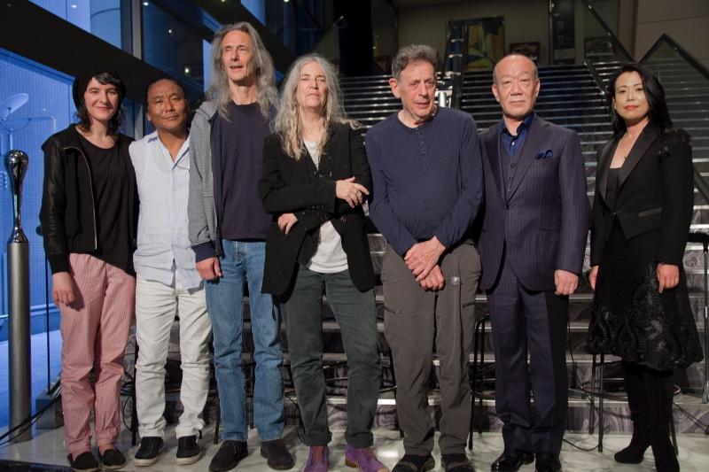 (左から)ジェシー・スミス、テンジン・チョーギャル、レニー・ケイ、パティ・スミス、フィリップ・グラス、久石譲、滑川真希