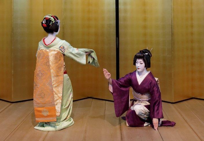 芸妓舞妓による京舞の披露
