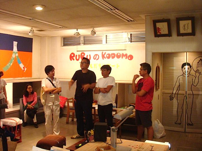 ルアンルパ〈ルル学校〉/長者町会場 堀田商事株式会社 1階  内覧会では、メンバーが今回の活動内容について語った