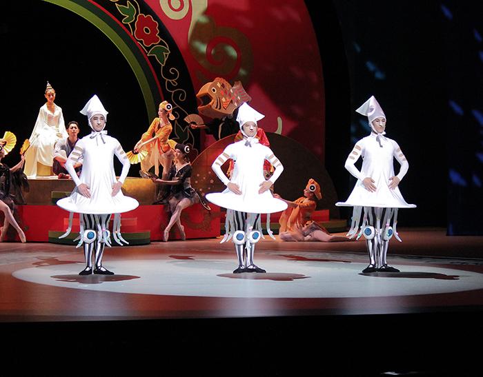 イカす3兄弟の踊るイカタンゴ 撮影:西原朋未