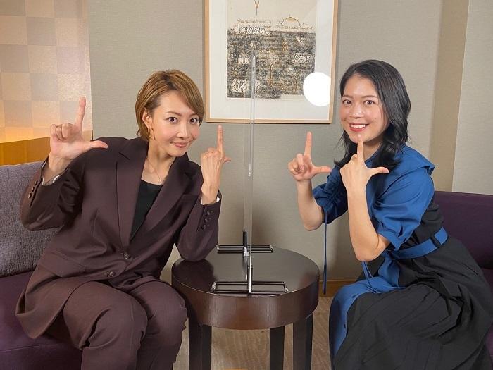 (左から)柚希礼音、鈴木明子