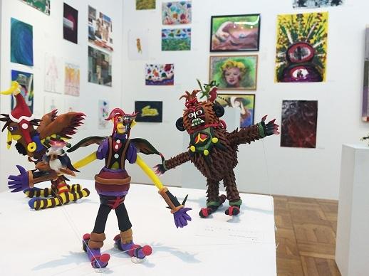 NPO法人エイブル・アート・ジャパンの事務所に併設されているA/A gallery 2015年6~7月に開催されたエイブルアート芸術大学による「人生★スクランブル交差展」の様子