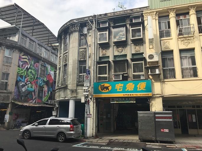 台北の街角の風景。日本統治時代の古い建物も数多く残っている。