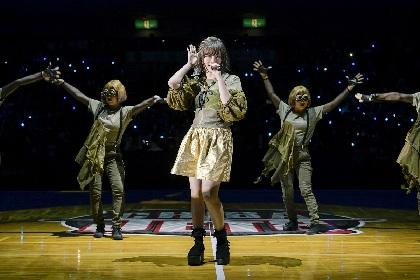 きゃりーぱみゅぱみゅ B.LEAGUE B1開幕戦で劇場版モンスト『ソラノカナタ』主題歌「キズナミ」をサプライズ歌唱