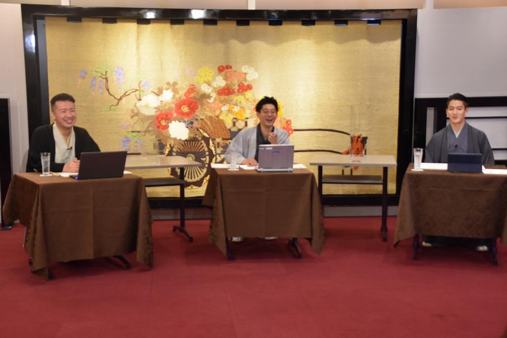 (左から)雷門小助六、柳亭小痴楽、尾上右近 (C)松竹株式会社
