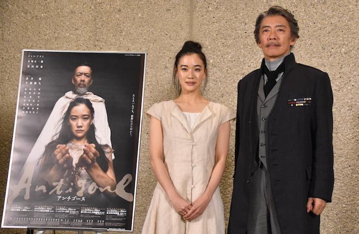 『アンチゴーヌ』に出演する蒼井優と生瀬勝久(左から)
