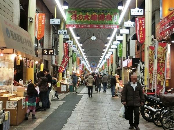 いつも地元客でにぎわっている横浜橋通商店街。懐かしい昔ながらの商店街だ。