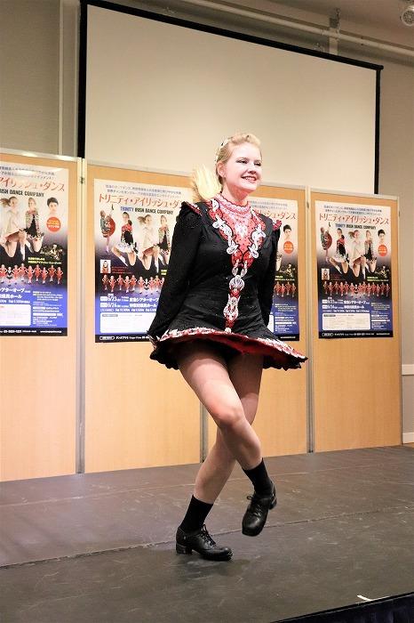 アイリッシュ・ダンスを披露するマリッサ・ウルスター