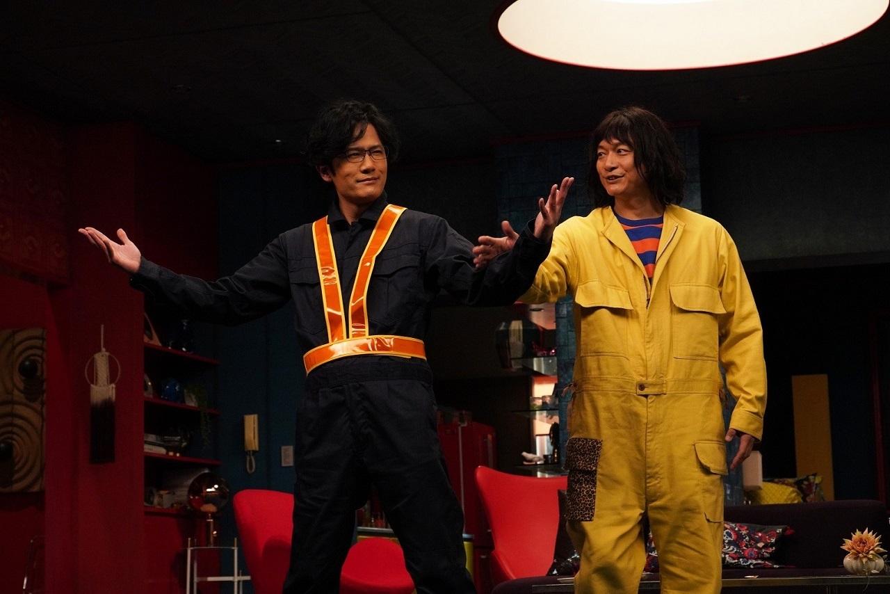 左から、稲垣吾郎演じるレッツ大納言、香取慎吾演じる舎人真一 (C)2020 Amazon Content Services LLC