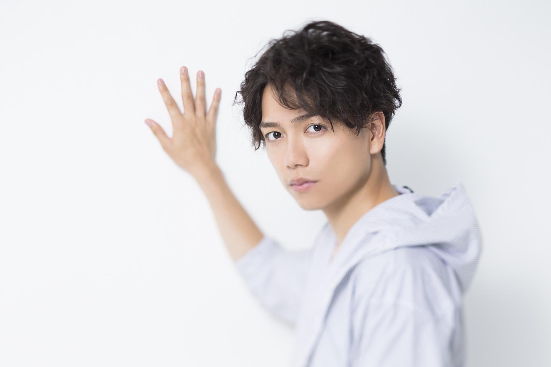 山崎育三郎  撮影=大塚秀美