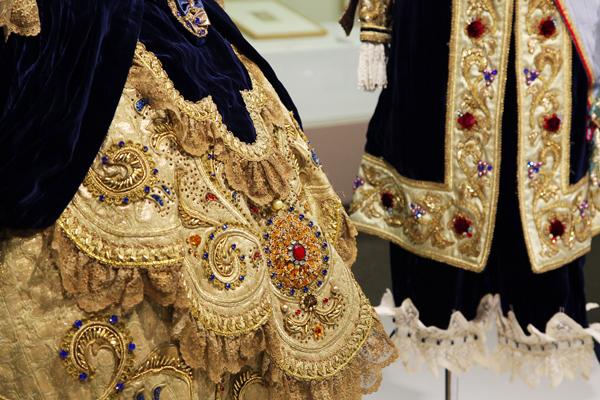牧阿佐美バレヱ団・バレエ衣装 レースやラインストーンなど細部までこだわっている。