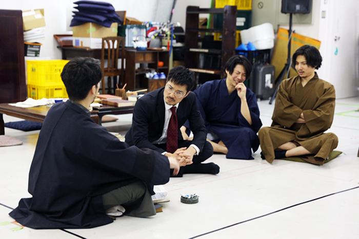 左から、渋六役の須賀貴匡、ノギ役の池田努、ショー役の青柳尊哉、飄風役の宮崎秋人