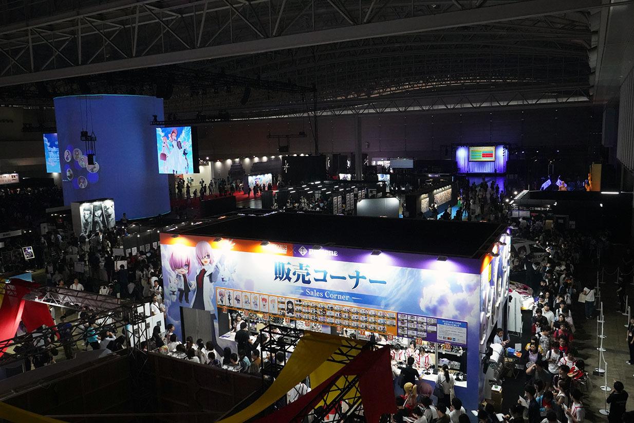 物販コーナーでは限定アイテムもあり大行列 撮影:斉藤直樹