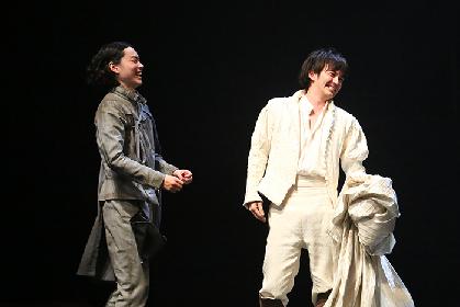 生田斗真と菅田将暉の初共演舞台『ローゼンクランツとギルデンスターンは死んだ』10/30開幕! コメント&舞台写真が到着