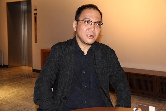 自らを、現代音楽に軸足を置いたクラシックギタリストと語る (C)H.isojima