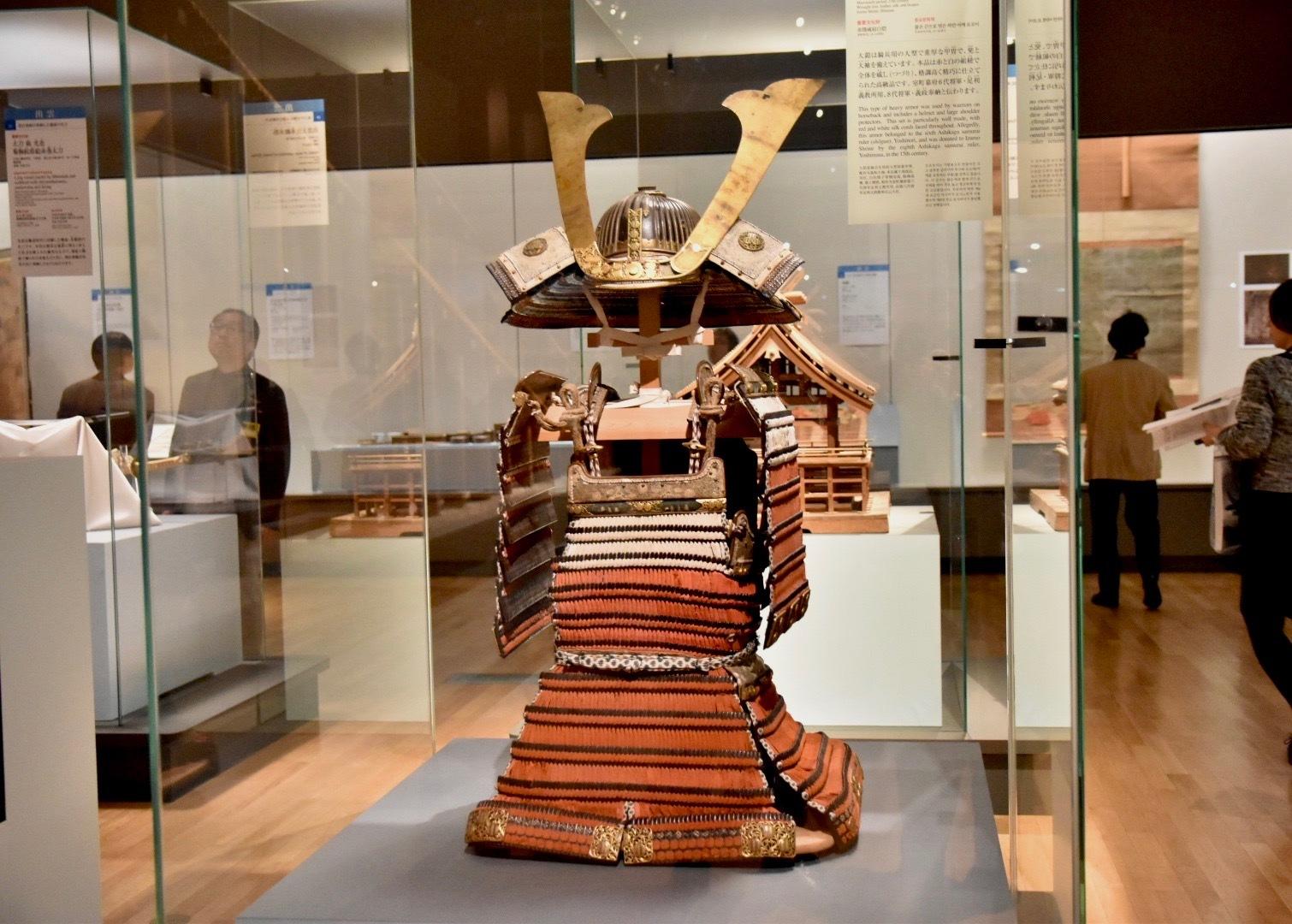 赤糸威肩白鎧(重要文化財) 室町時代 15〜16世紀 島根・出雲大社 前期展示:1月15日~2月9日