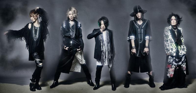 NIGHTMARE(L⇒R)/咲人(G)、Ni~ya(B)、YOMI(Vo)、RUKA(D)、柩(G)