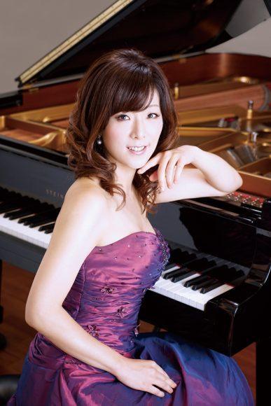 浦山純子(ピアノ) ©Akira Muto