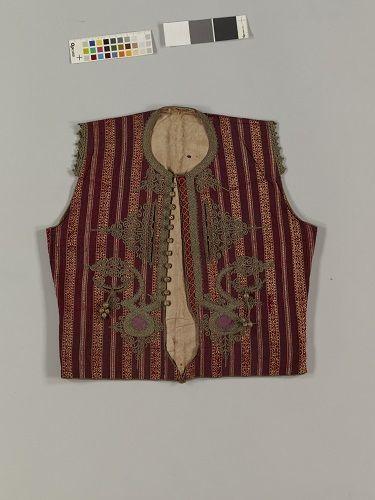 チョッキ 紫地縞文様浮紋織 インドネシア、 スマトラ島 20世紀  (展示期間:9月4日~9月30日)