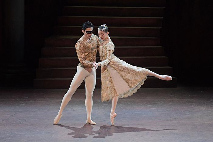 『ロメオとジュリエット』 撮影:鹿摩隆司