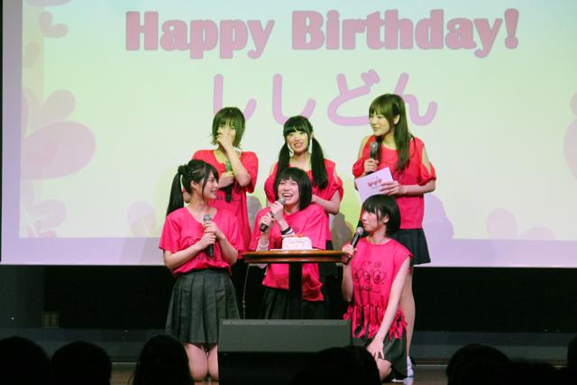 20歳の誕生日を迎えた宍戸に、ハッピーバースデーのサプライズも
